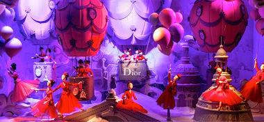 Vitrine-de-Natal-Dior.-Foto-reproducao
